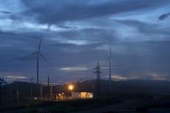 Turbinas eólicas e névoa da vista aérea para gerar a eletricidade em 3Sudeste Asiático fotografia de stock royalty free