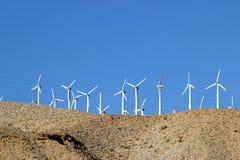 Turbinas eólicas em Coachella Valley em Califórnia imagem de stock