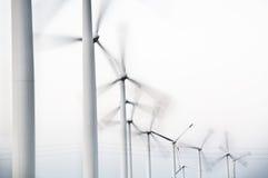 Turbinas eólicas em seguido Foto de Stock