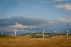 Turbinas eólicas em um monte foto de stock royalty free