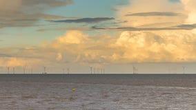 Turbinas eólicas no Mar do Norte foto de stock