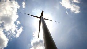 Turbinas eólicas que geram a eletricidade. video estoque