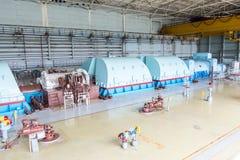 Turbinas en la central nuclear fotos de archivo