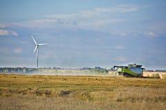 Turbinas y agricultura de viento Imagen de archivo