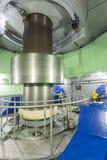 Turbine dans l'usine d'énergie hydroélectrique photos libres de droits