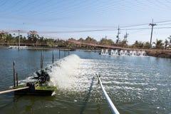 Turbine de l'eau tournant pour propre et le traitement Photos libres de droits