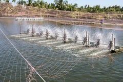Turbine de l'eau tournant pour propre et le traitement Images stock