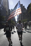 Turbine de marathon de New York City avec l'indicateur américain Image stock