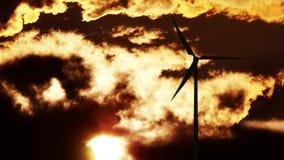 Turbine de vent au lever de soleil Photo stock