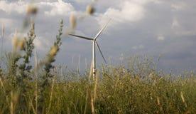 Turbine de vent dans les steppes de Donbass images libres de droits