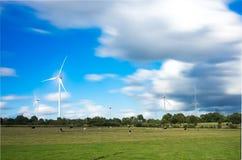 Turbine de vent dans un domaine Images libres de droits
