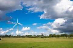 Turbine de vent dans un domaine Photographie stock libre de droits