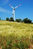 Turbine de vent et zone d'or photographie stock libre de droits