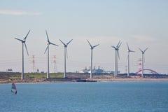 Turbine di vento, campo giallo Fotografie Stock