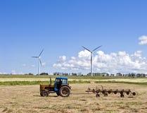 Turbine di vento e del trattore Fotografia Stock