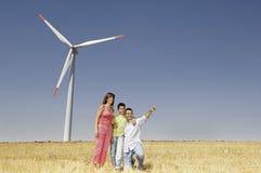 Turbine di vento e della famiglia Fotografia Stock Libera da Diritti