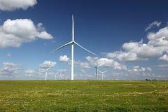 Turbine di vento generarici di forza motrice bianche Immagine Stock Libera da Diritti