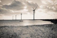 Turbine di vento in mare aperto Fotografia Stock