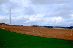Turbine di vento nel campo Fotografie Stock