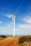 Turbine di vento nel campo verde Immagini Stock Libere da Diritti