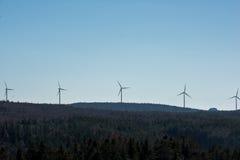 Turbine moderne de moulin à vent, énergie éolienne, énergie verte Images libres de droits