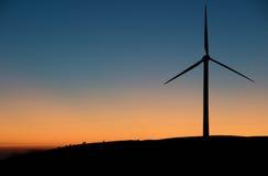 Turbine in Twighlight Lizenzfreie Stockfotografie