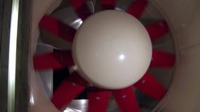 Turbine van aërodynamisch laboratorium voor het testen van auto'sparameters op autofabriek stock videobeelden