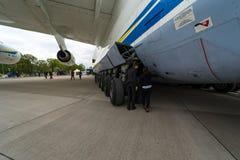Turbinen-Kreiselbegläse Fortschritt D-18T des strategischen Passagierflugzeugs Antonow An-225 Mriya durch Antonov Airlines Stockfoto