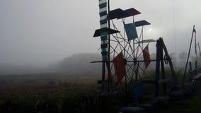 Turbinepers op het waterkanaal in ochtend stock footage