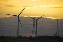 Turbines de coucher du soleil Image libre de droits