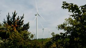 Turbines de ferme de vent banque de vidéos