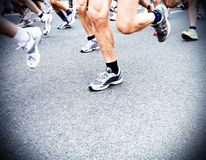 Turbines de marathon, tache floue de mouvement courante dans la ville Photographie stock