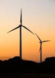 Turbines de vent au crépuscule Images libres de droits