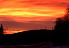 Turbines de vent au lever de soleil en montagnes du Vermont Image libre de droits