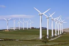 Turbines de vent dans le windfarm Image stock