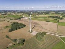 Turbines de vent dans Suwalki poland Vue de ci-avant Jeunes adultes Photo stock