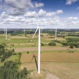 Turbines de vent dans Suwalki poland Vue de ci-avant Jeunes adultes Images stock