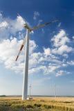 Turbines de vent de négligence grandes de turbine de vent plus petites Image stock