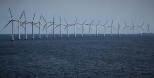 Turbines de vent en mer Photographie stock libre de droits