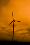 Turbines de vent en silhouette Photos stock