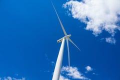 Turbines de vent et champs de blé en Orégon oriental photographie stock libre de droits
