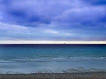 Turbines de vent outre de rivage à Brighton photos stock