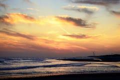 Turbines de vent pendant le coucher du soleil Photographie stock
