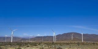 Turbines de vent produisant de l'électricité photographie stock libre de droits