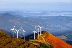 Turbines de vent, zone jaune photographie stock libre de droits