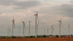 Turbines van de groeps de Grote wind stock videobeelden