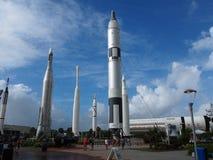 Turbinio delle nuvole dietro Rocket Garden Fotografie Stock