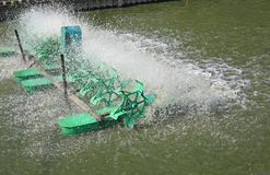 Turbinowy baler pracuje dla wastewater traktowania w stawie obrazy royalty free