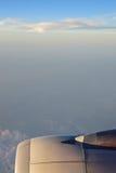Turbinowy silnik z bielu niebieskim niebem w tle i chmurami obraz stock