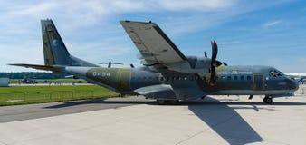Turbośmigłowy taktyczny wojskowy odtransportowywa samolotu EADS CASA C-295M Obraz Stock
